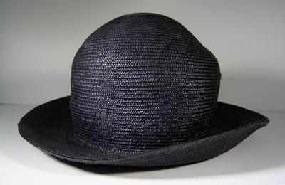 Navy straw hat (narrower brim)