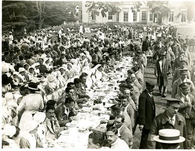 Party for convalescent soldiers at Combe Bank, Westerham, Kent