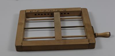 Wooden bandage roller