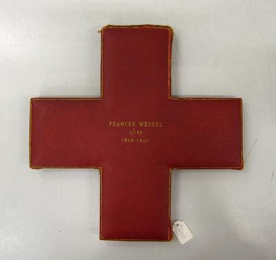 Presentation case in shape of red cross emblem