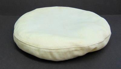 Men's peaked cap with white cover and Officer's hat badge
