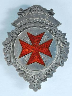 1913 enamelled 8-point cross badge: 'W.S. & L.B. Red Cross Challenge Cup: Lilley Brook'