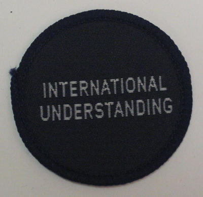 Circular cloth badge: International Understanding