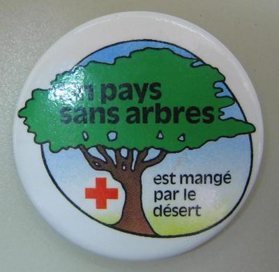 Badge: Un pays sans arbres est mange par le desert.