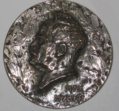medallion engraved with the portrait of Max Huber