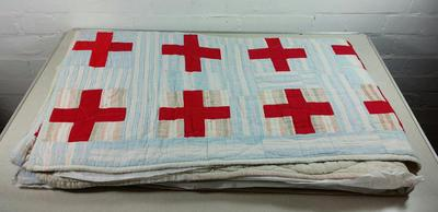 Patchwork quilt from the Canadian Red Cross; Textiles/quilt; 3055/109