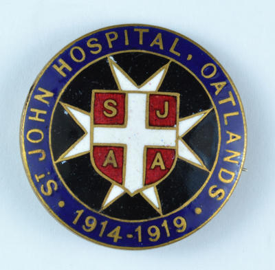 'St Johns Hospital, Oatlands 1914-1919 SJAA' badge.