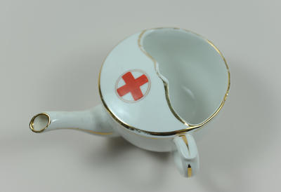 Feeding cup with Geneva cross