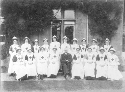 Group Photograph of an Oxfordshire Detachment outside a Country House, 1911; RCB/2/12/5/3