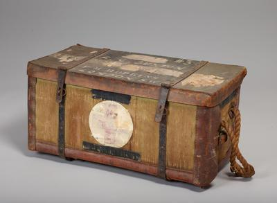 Medical pannier with 6 tin boxes and list of contents in lid