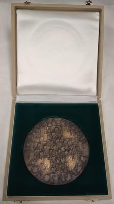 Large bronze medal in a presentation box commemorating the Centenary of the Hungarian Red Cross, 1981