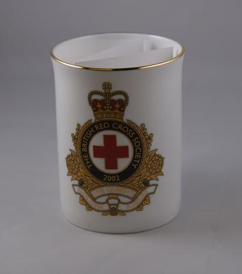 Limited edition commemorative cup: Queen Elizabeth's Golden Jubilee, 1952-2002; Edwardian Fine Bone China; Gifts and Souvenirs/cup; 2680/1