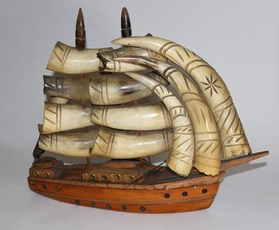 Lamp in the shape of a boat
