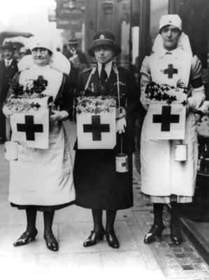 Dame Beryl Oliver with a commandant and a nursing member during a flag day