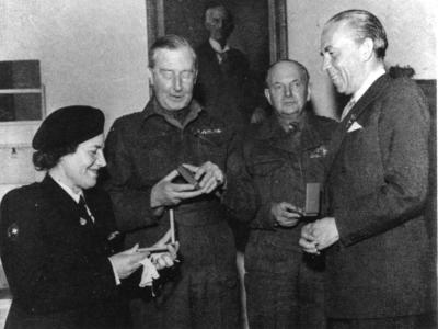 Evelyn Bark receiving a medal awarded by the Swedish Red Cross