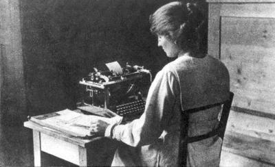 Enquiry bureau in Geneva during the First World War