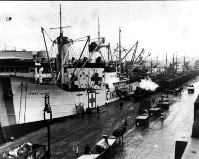 "Loading of prisoners of war parcels onto the ""Rosa Smith"""