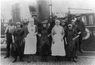 Fisher lassies with British Red Cross members