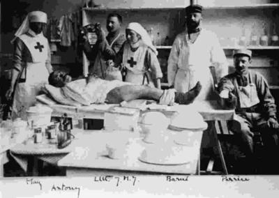 Red Cross nurses with a patient in Boulogne
