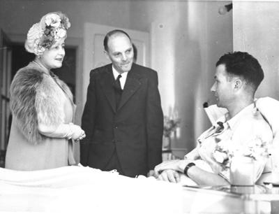 Queen Elizabeth visiting a patient suffering from tuberculosis