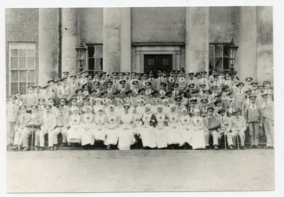 Group of patients and staff outside Wormleybury VAD Hospital, Hertfordshire
