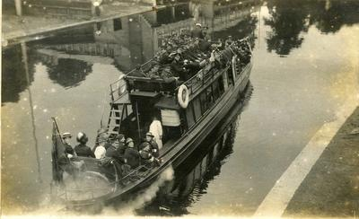 Soldiers on a riverboat, Cambridge