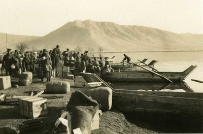 Black and white photograph of the British Red Cross mission embarking in boats at Mavrozo - Balkan War 1912-1913
