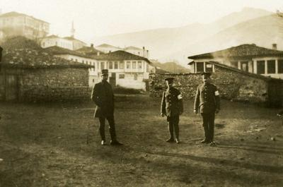 Black and white photograph near the landing place Kostoria-Link, Photakis and two British orderlies - Balkan War 1912-1913