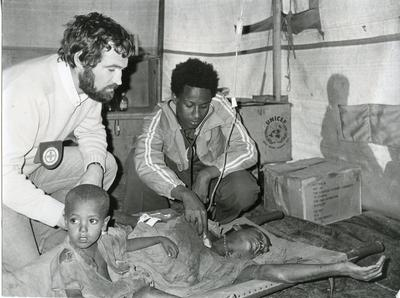 Black and white photograph of Red Cross work for the drought in Ethiopia 1980