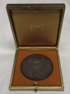 Bronze medallion in gold presentation box awarded by the Spanish Red Cross