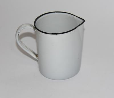 Enamel measuring jug, 20oz