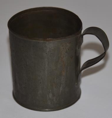Tin mug with handle